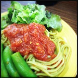 トマトソースのオリーブパスタ